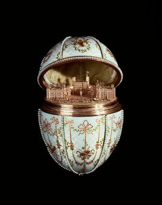 379px-House_of_Fabergé_-_Gatchina_Palace_Egg_-_Walters_44500_-_Open_View_B
