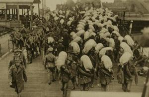 NZ troops unloading at a French port 1916, IWM